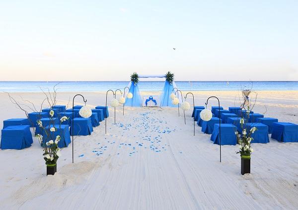 blue-sandos-playacar-wedding-setup-on-the-beach-resized-600