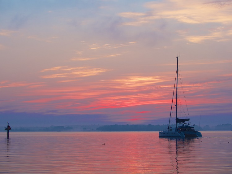 catamaran_in_sunset_1