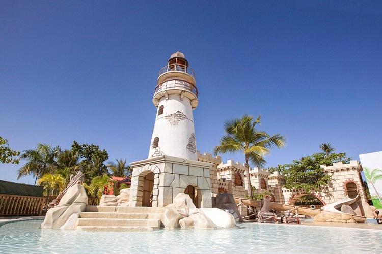 splash_pool_majestic_resorts_1