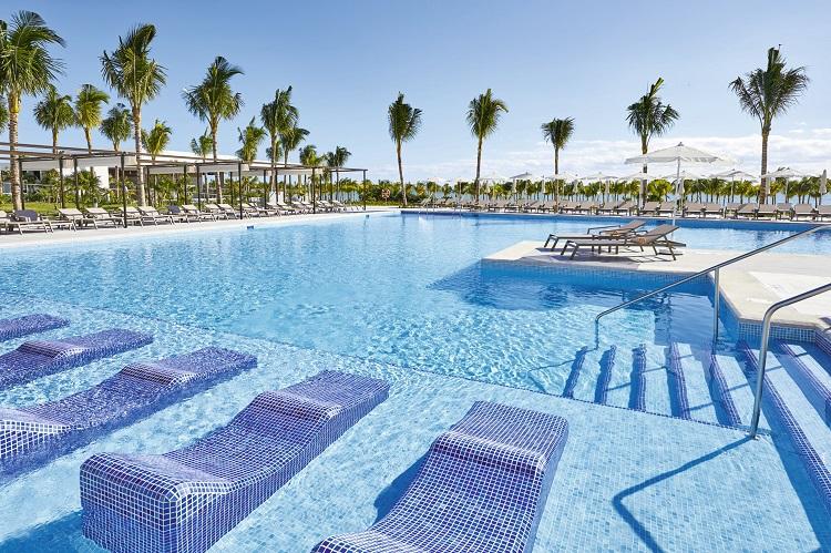 Swimming pool at Riu Palace Costa Mujeres in Mexico