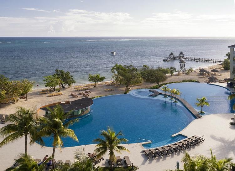 Swimming pool at Iberostar Rose Hall Beach in Jamaica
