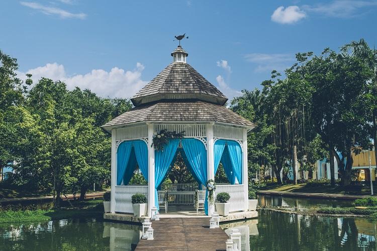 wedding gazebo with blue decor
